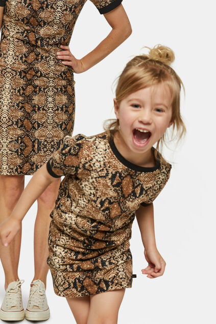 Mini me: slangenprint jurk